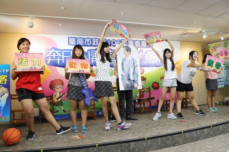 話劇宣傳暑期活動,以逗趣的方式提醒青少年留意毒品等危害,生動的方式讓現場笑聲不斷。(圖/台南市政府提供)
