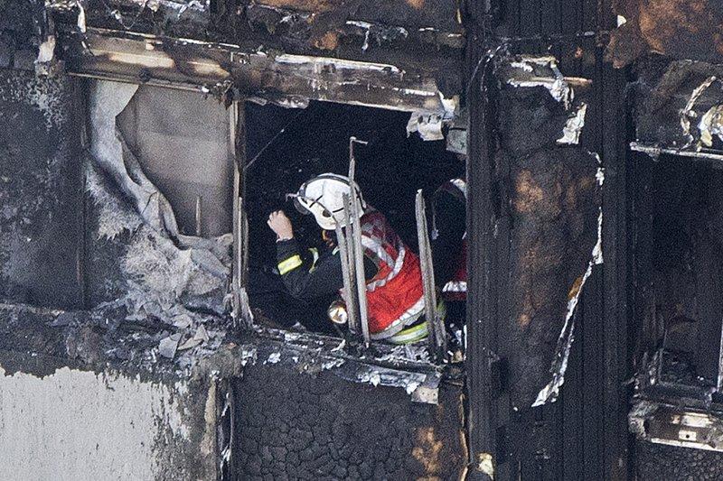 倫敦格倫費爾大樓(Grenfell Tower)大火造成慘重死傷,外牆隔熱板可能是禍因之一(AP)