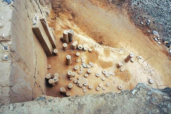 丁村遺址的石器打製現場(取自網路)