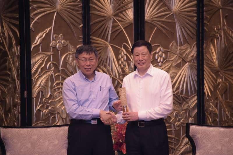 2017年7月1日,台北市長柯文哲飛往上海參加雙城論壇,並與上海市長應勇會談,柯文哲致贈世大運主題禮品(北市府)
