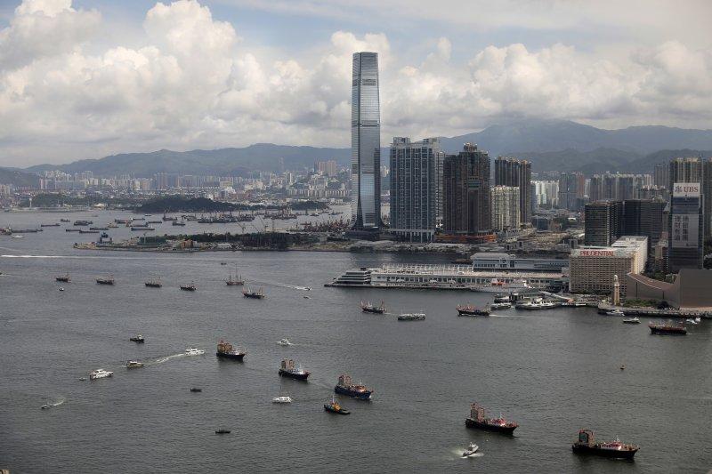 香港回歸中國20年,香港房價因為中國人炒作而變成今日高昂買不起的情況(AP)