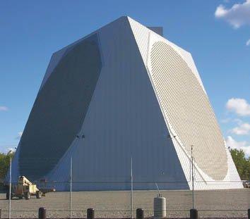 位在美國阿拉斯加的鋪路爪雷達。(取自維基百科)