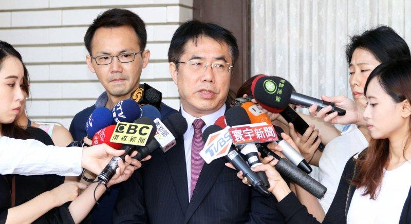 20170703-立法院今日進行第三會期第一次臨時會第四次會議,民進黨委員黃偉哲接受媒體訪問。(蘇仲泓攝)