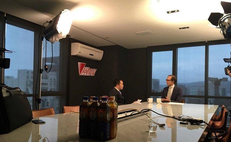 作者與DeepMacro共同創辦人兼執行長Jeff Young的深度訪談。