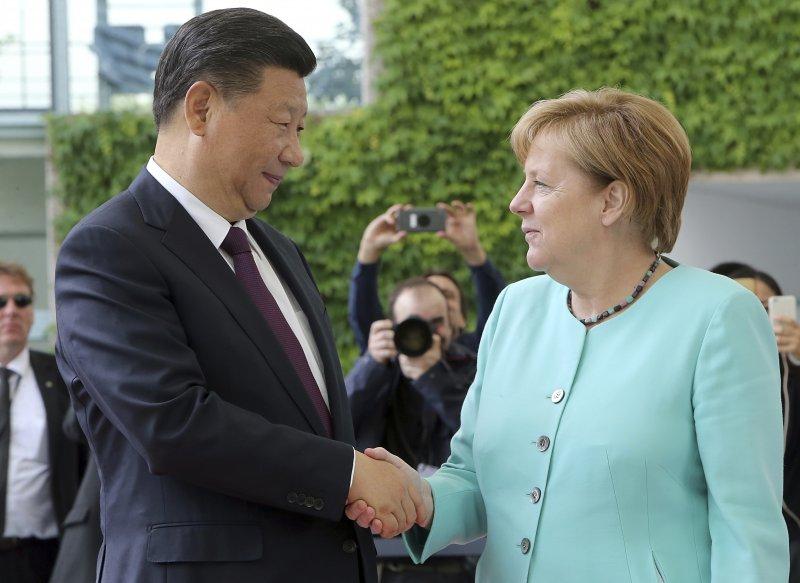 G20峰會即將在德國漢堡舉行,德國總理梅克爾迎接中國國家主席習近平來訪(AP)