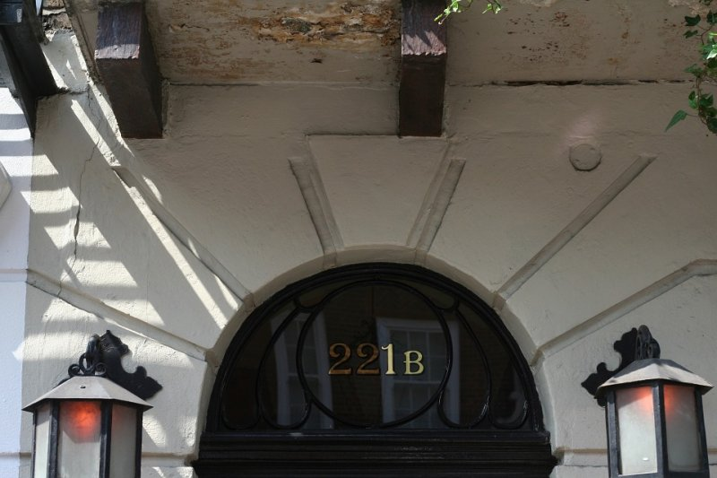福爾摩斯系列小說中,主角夏洛克.福爾摩斯的住處與偵探事務所位在貝克街221B(取自Pixabay)