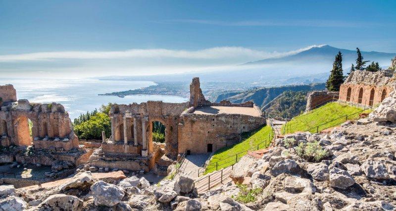 義大利陶爾米納埃特納火山Ruins of the ancient greek theater。(圖/皇家國際運通旅行社提供)