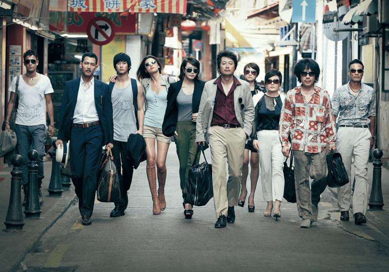 《盜賊門》描述一群盜竊高手,在韓國、香港及澳門的奪寶過程,十名大盜聯手合作一次完美的犯罪,表面上團結一致,但其實各懷鬼胎。(圖/showbox)