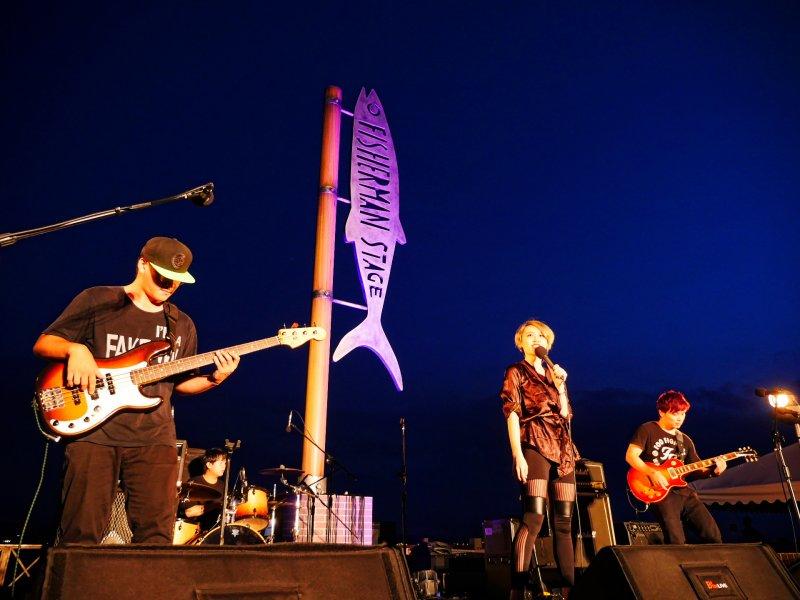 各組樂團用台灣最道地的「原創音樂」High翻淡水。(圖/新北市觀旅局提供)