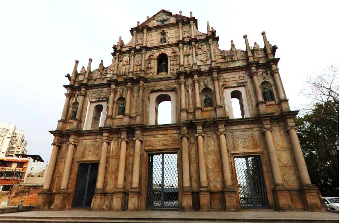 2005年大三巴牌坊以「澳門歷史城區」之一正式被聯合國教科文組織列入《世界文化遺產名錄》。(圖/澳門旅遊局提供)
