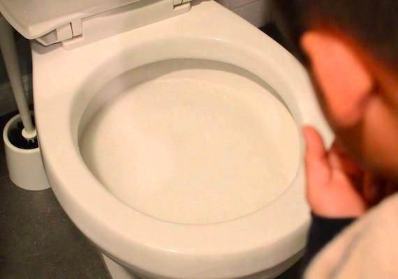 通馬桶水管(圖/翻攝自youtube)