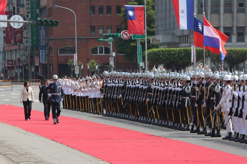 20170712-總統蔡英文12日於府前廣場以軍禮迎接巴拉圭共和國總統卡提斯閣下。(顏麟宇攝)