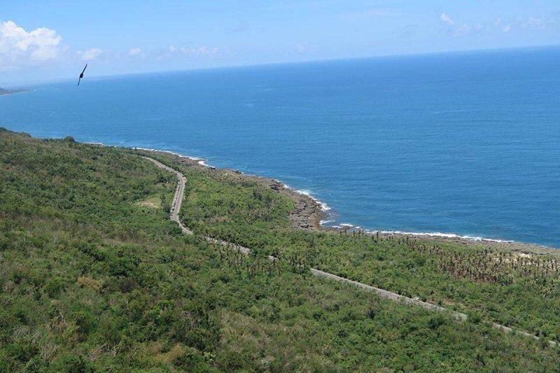 如今的後灣濱海公路。將海岸生態一分為二。(寇延丁提供)