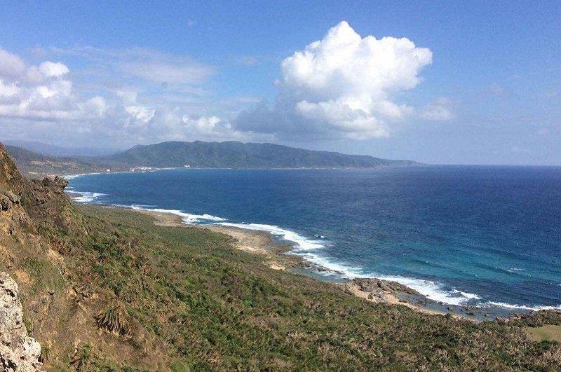 完整的海岸生態,從山到海連成一體,是陸蟹千百萬年的家園。(寇延丁提供)