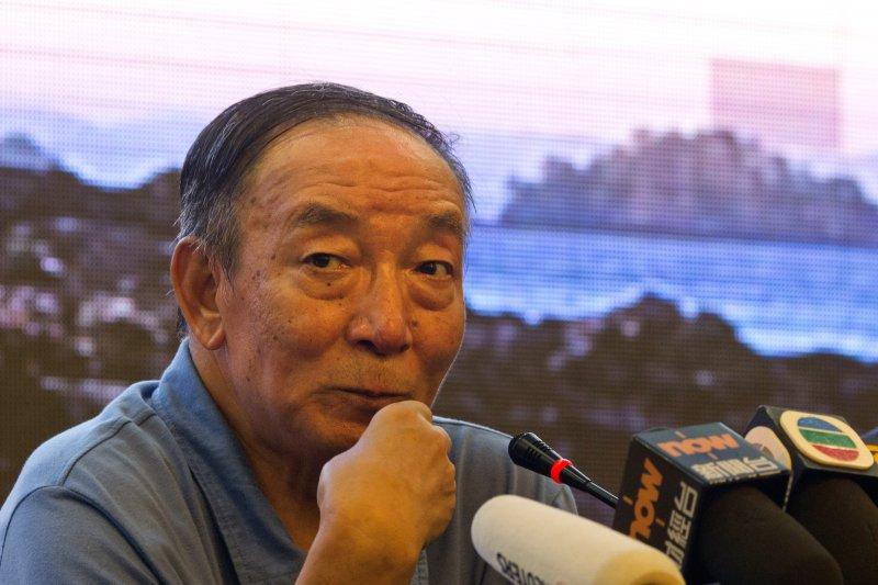 2017年7月15日,劉曉波的兄長劉曉光出席官方安排的記者會,說明劉曉波的海葬經過(AP)