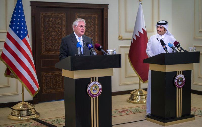 卡達斷交風波:美國國務卿提勒森與卡達外長穆罕默德(AP)