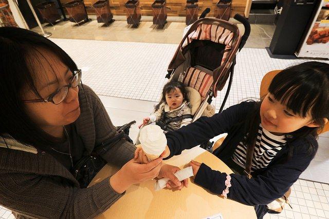 對孩子來說,父母的陪伴任誰都無法取代分外重要。(圖/MIKI_Yoshihito@flickr)