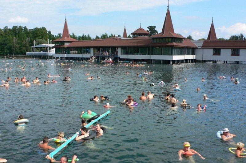 匈牙利存在溫泉湖(圖/Heather_Cowper)