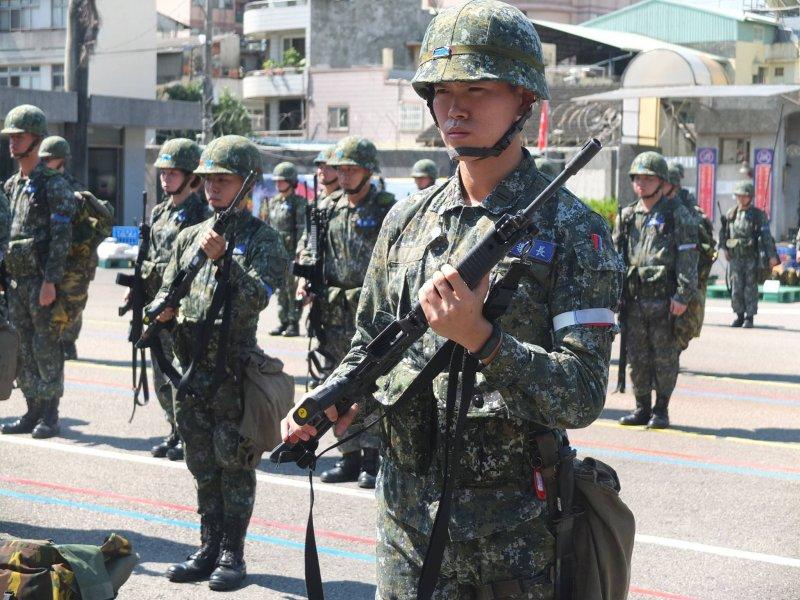陸軍形象照(轉自中華民國陸軍司令部臉書)