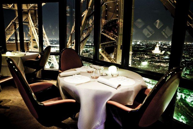 坐擁巴黎無敵美景的餐廳 Jules Verne.jpg