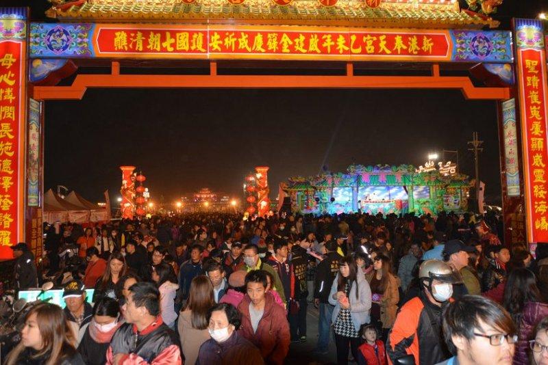 2016 年新港奉天宮舉辦的《百年大醮》是宗教界的年度盛事。(圖/吳瑞明、研之有物提供)