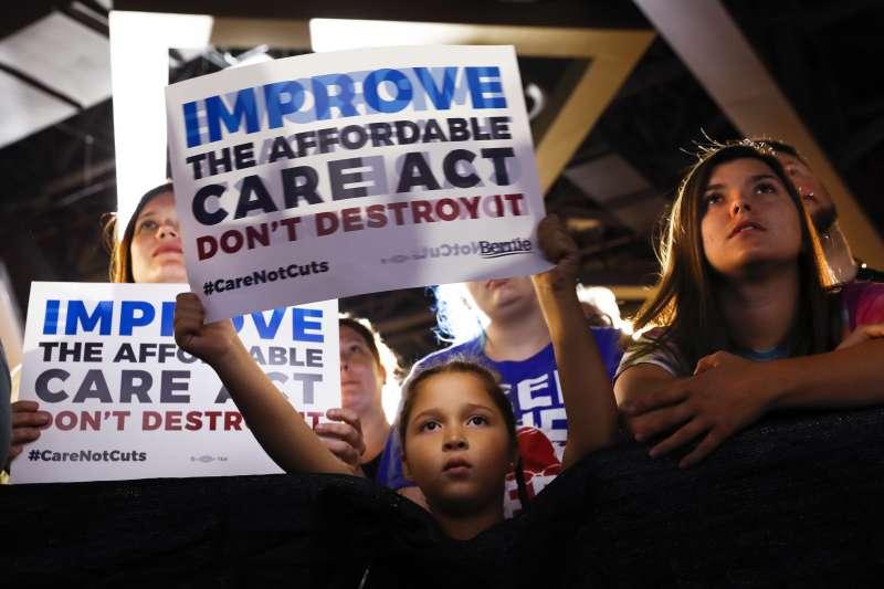美國許多民眾反對共和黨「廢除並取代」歐巴馬健保的新法案(AP)