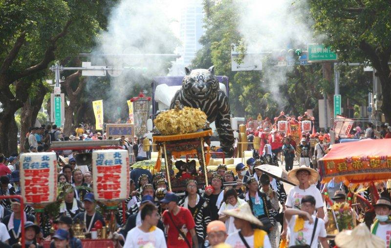 2017-07-23--「史上最大科,眾神上凱道」遊行,上百轎班於凱道繞境05-陳明仁攝