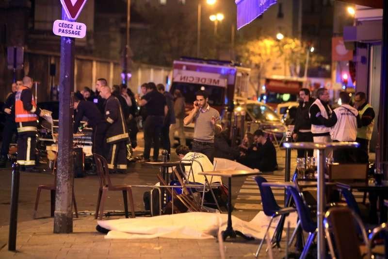 2015年11月13日,法國巴黎發生恐怖攻擊,死傷慘重(美聯社)