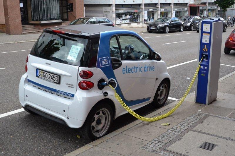 英國2040年將全面禁止販售柴汽油車。(Simon_sees@flickr)