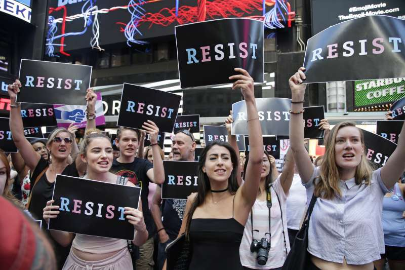 美國總統川普禁止跨性別人士從軍,引發強烈反彈(AP)