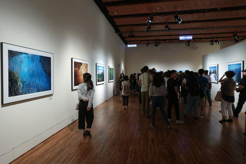 20170727-誠品信義店6樓展演廳27日舉行「飛閱台灣-齊柏林紀念攝影展」開幕記者會。(顏麟宇攝)