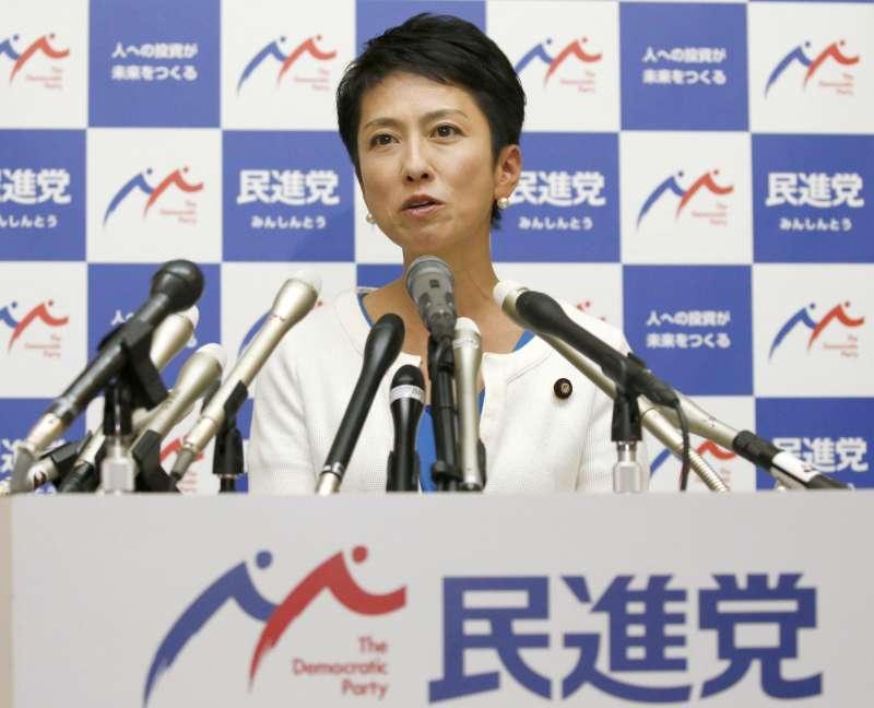 2017年7月27日,台灣裔日本參議員蓮舫宣布辭去「民進黨」黨魁(AP)
