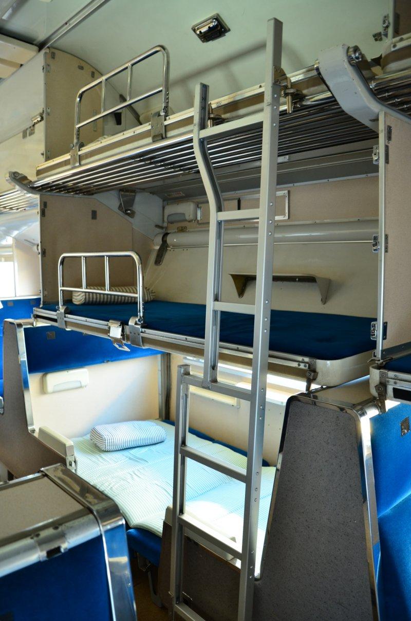 583系列臥舖電車內部,白天當一般列車使用,晚上則可以把座椅變成臥舖。(大宮鐵道博物館提供)