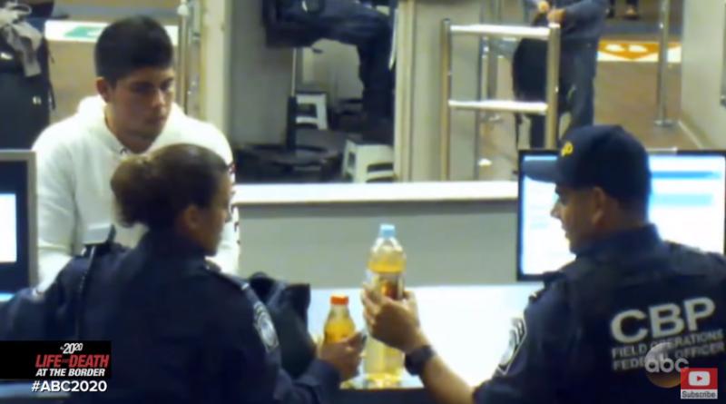 2013年,美國海關人員攔下ˋ攜帶不明液體的少年阿塞維多。(圖/截自網路)