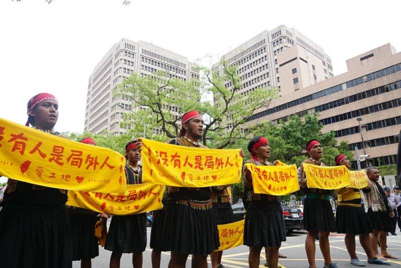 20170801-原民團體1日號召30餘人到全國原民行政會議抗議。原住民族(盧逸峰攝)