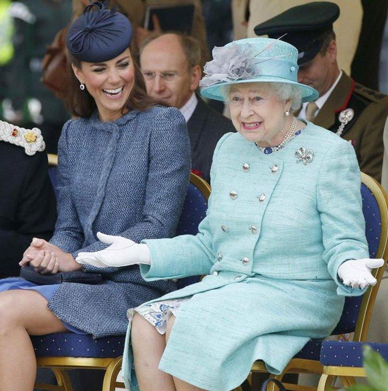 已經登基65年之久的伊麗莎白二世,真是「天祐女王 God Save the Queen!」.jpg