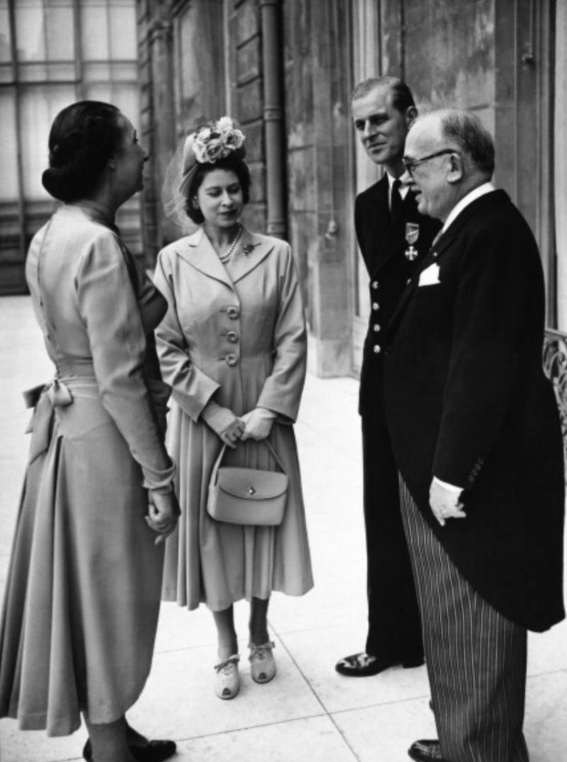 伊麗莎白公主和夫婿菲利浦王子與法國總統凡頌.歐希歐勒 (Vincent Auriol).jpg