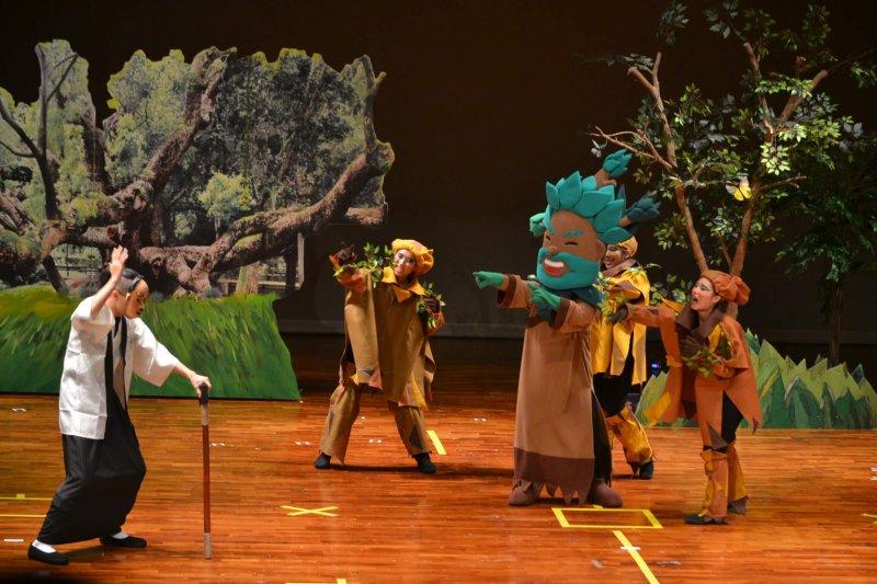 「六堆藝術團」客家人偶劇《伯公您好神》劇照(圖/ 客家委員會客家文化發展中心提供)