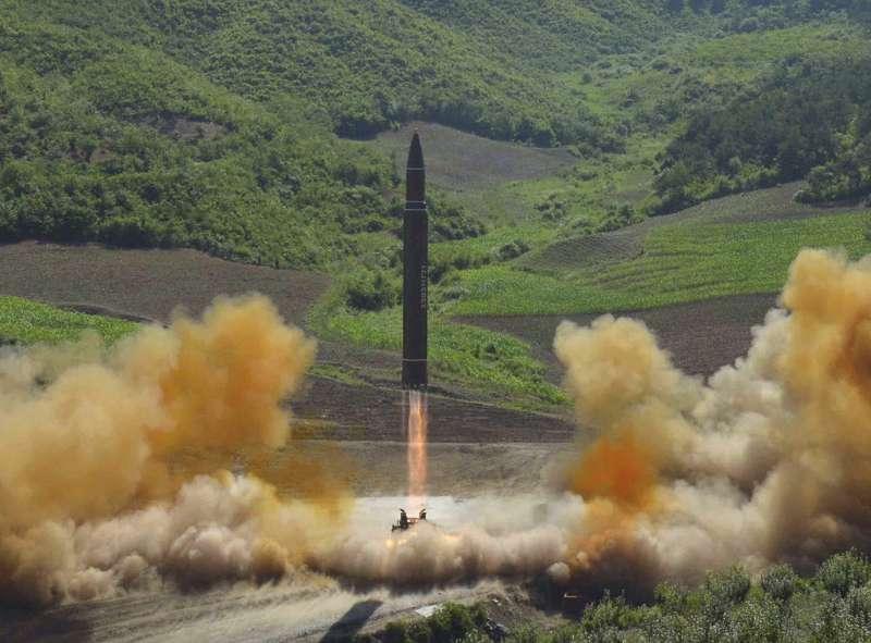 北韓「火星-14型」洲際彈道飛彈(AP)