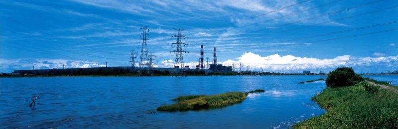 2017-08-03-高雄茄萣興達電廠-火力發電-電塔-取自台南美學館網站