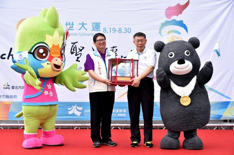 20170804-柯文哲下午出席位於新竹縣世大運聖火傳遞的開跑記者會。(台北市政府提供)