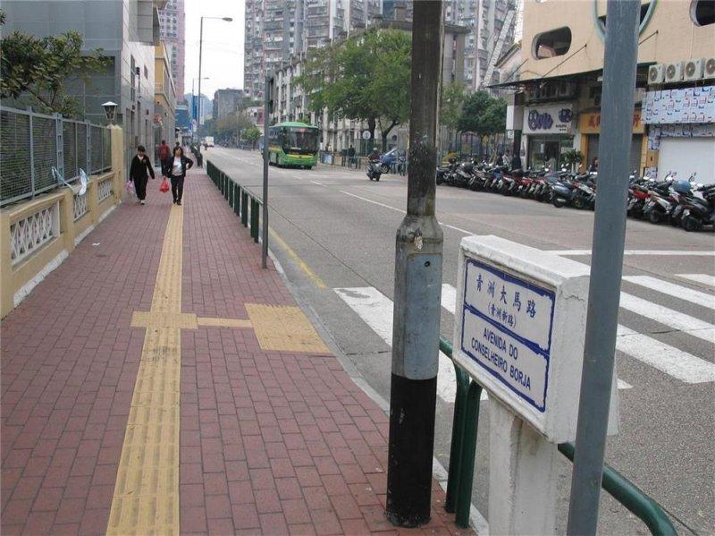 圖說:其實早在 1893 年時,這條馬路的葡文名稱是用當時在位的澳門總督布渣(葡萄牙語:Custódio Miguel de Borja)命名,中文名稱是到連接青洲島時才催生而成。圖片來源:澳門街道網
