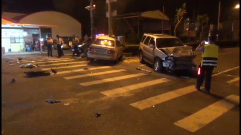 警方接獲民眾報案,立即趕往現場釐清車禍肇事原因。(取自Youtube截圖)