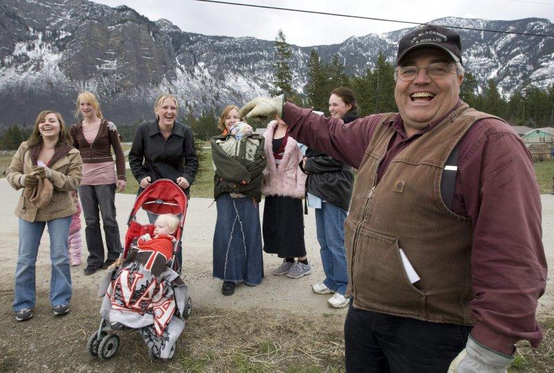 FLDS在加拿大也有分支,圖中男子布萊克摩爾(Winston Blackmore)有20多名妻子。(美聯社)