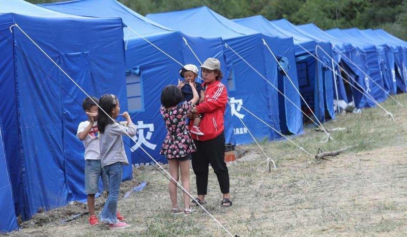 九寨溝強震後,臨時搭建起的災民安置點。(新華網)