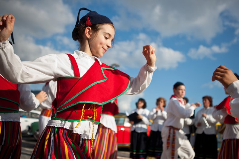 馬德拉女性參加祭典。(knoxkiller @wikipedia@/CCBYSA2.0)