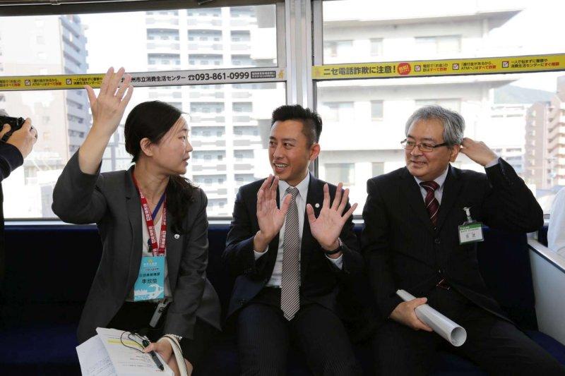 林智堅市長月前前往日本北九州市,考察全日本首座「跨座式高架輕軌」。(新竹市政府提供)