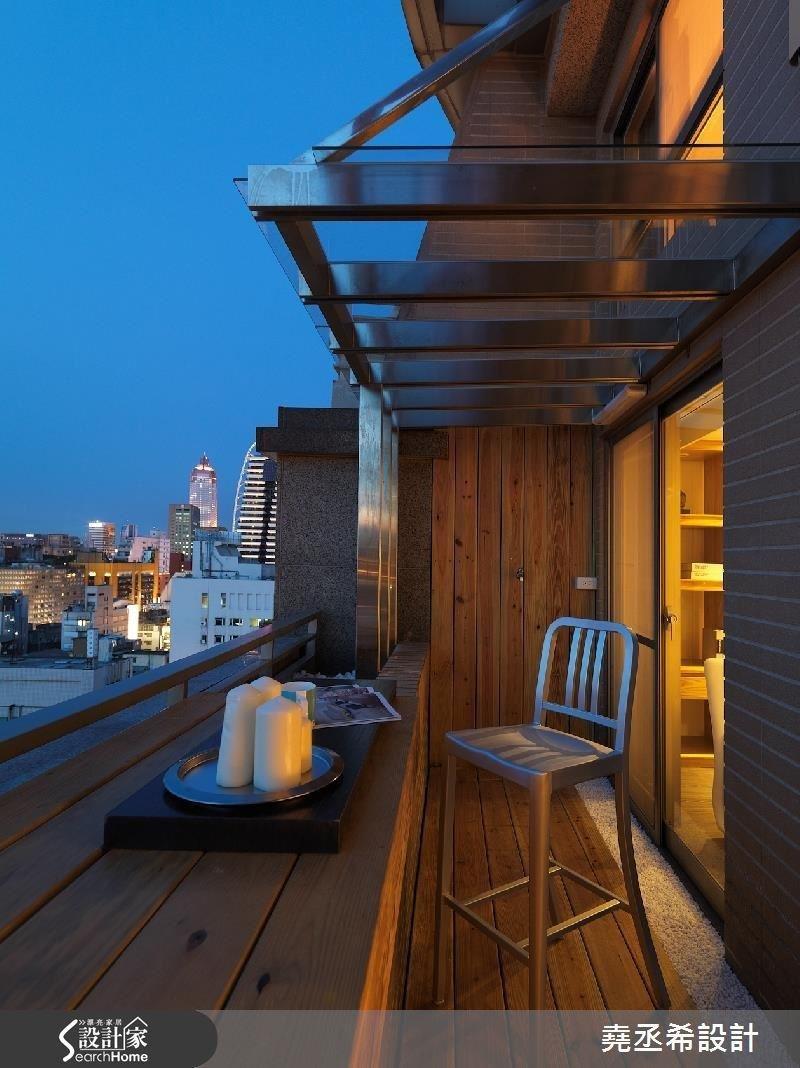 若有不錯的陽台窗景條件,也可以將用餐區移到戶外,一邊用餐還能欣賞迷人的夜景。(圖/設計家Searchome提供)
