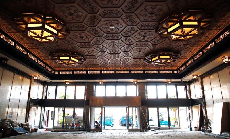 整修後的文化中心大廳及展廳,提升民眾藝文服務。(圖/張毅攝)
