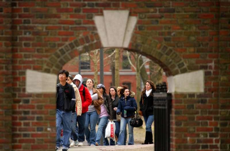 美國頂尖大學招生涉嫌歧視亞裔學生,圖為哈佛大學(新華社)